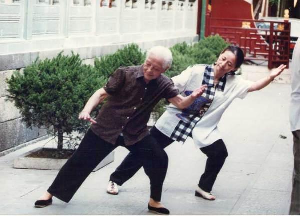 Shi Mei Lin & Wu Ying Hua perform Tai Chi