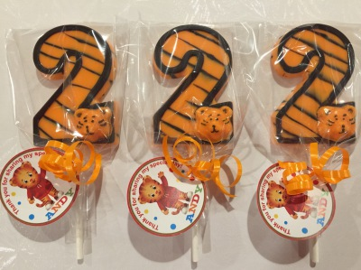 #2 Outlined Tiger Lollipops