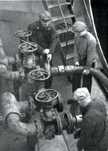 IMPERIAL OIL REVIEW Winter 1945 small tanker Norwood Park takes on fuel