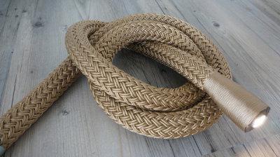 "<img src=""mooring.jpg"" alt=""Mooring rope"">"