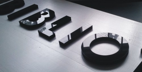 flat cut letters glasgow, acylic letters glasgow, perspex letters, acrylic wall signs, wall sign logo glasgow