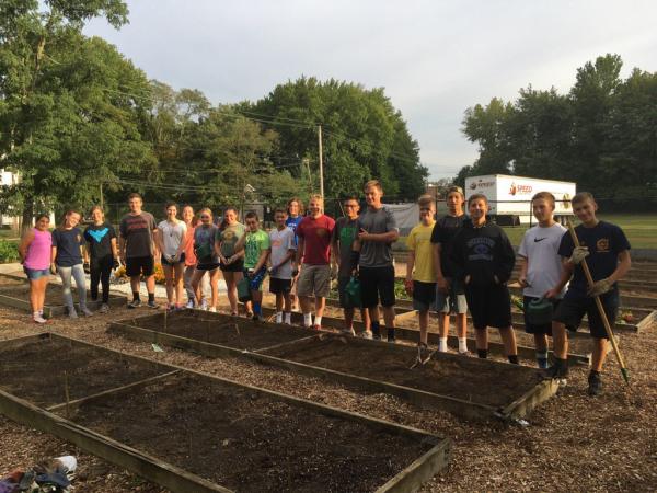 Key Clubbers help at PAR Garden in Middletown