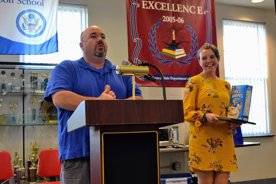 Carlee recieves Rice Krispies award!