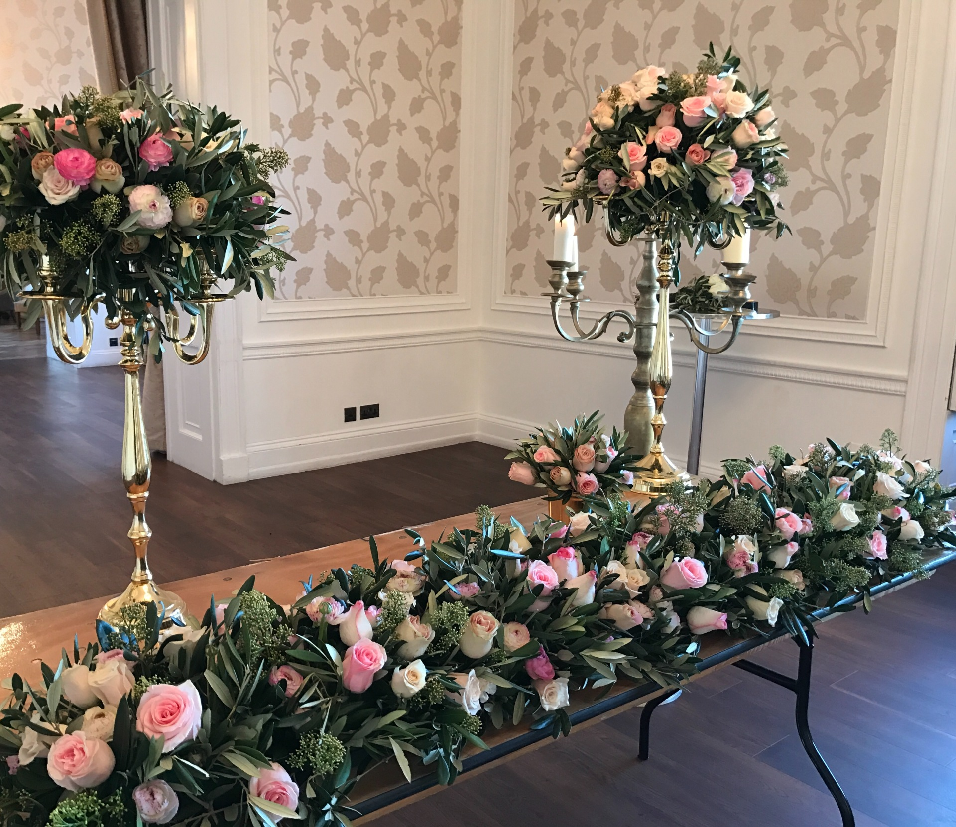 Luxury flowers| rose wedding | floral tablerunner | luxury London florist |london florist |wedding florist