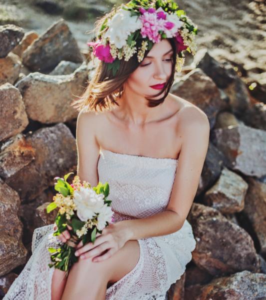 Fusion wedding | flower curtain | boho bride | kitsch wedding | quirky wedding | gay wedding | quirky wedding | creative wedding | flower curtain | hanging flowers | london wedding | flower installation