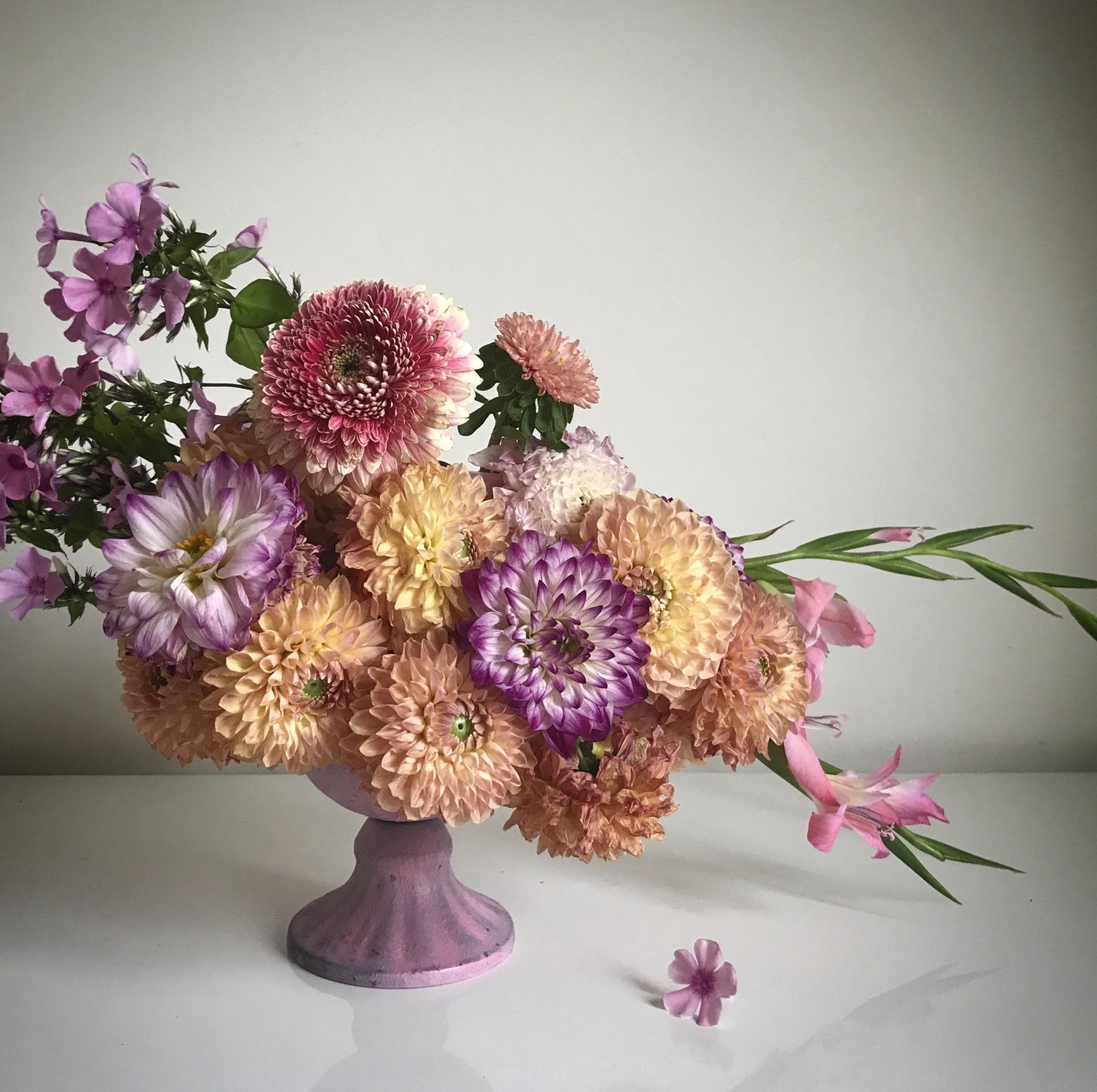 Dahlia centrepiece | table centrepiece | london florist | luxury london florist | wedding flowers | dahlia bouquet | shilpa reddy flowers | shilpa reddy florist | shilpa reddy |