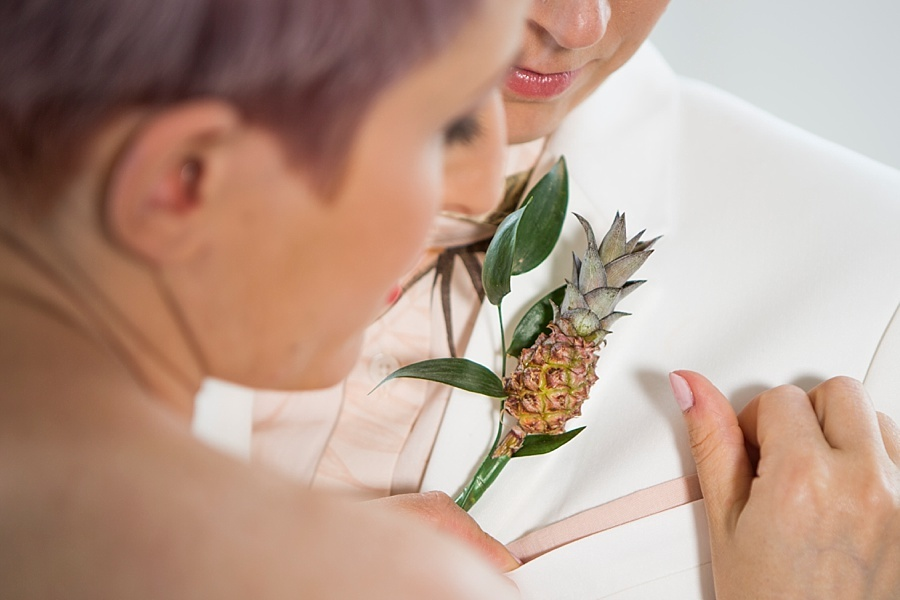 Pineapple buttonhole | pineapple wedding | pineapple boutonnière | mini pineapple | boutonierre | creative groom | creative wedding | tropical wedding | tropical decor | dwarf pineapple