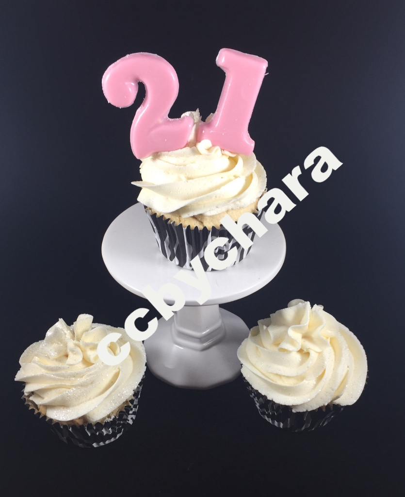 White Chocolate Cupcakes w/Buttercream Icing