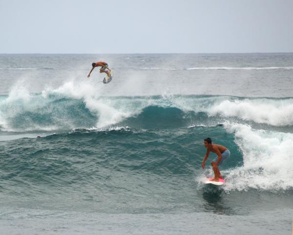 Surfing Showoffs