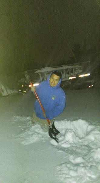 Complete snow removal services Servicios completos de limpieza de nieve
