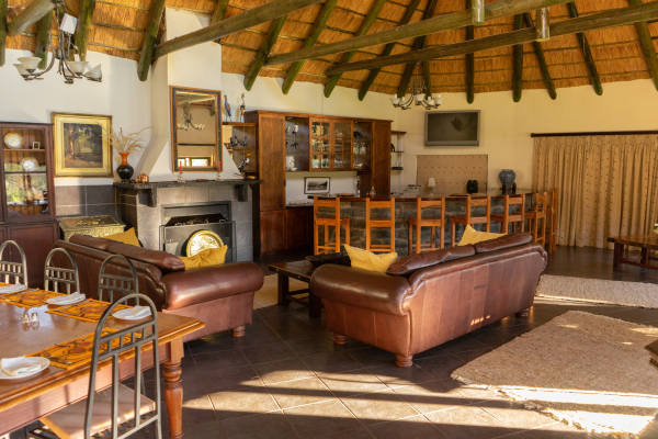 Main Lodge Living room, bar and dining room