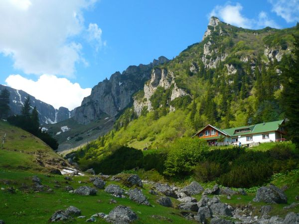 Unique places to visit in Romania: The Malaiesti Hut / Cabana Malaiesti