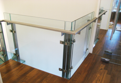 GLASS RAILING WITH STAINLESS STEEL