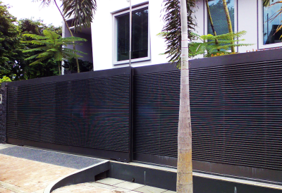 PRIVACY DRIVEWAY GATE WITH METAL