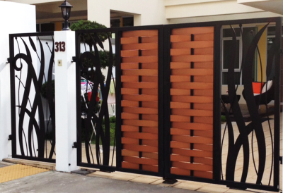 DRIVEWAY GATE WITH WEAVING DESIGN
