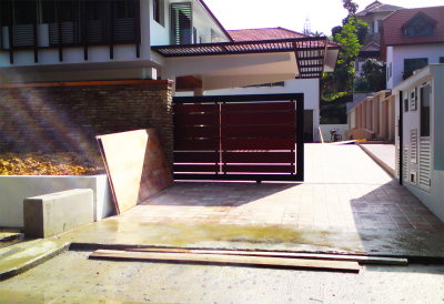 PRIVACY DRIVEWAY GATE WITH HORIZONTAL WOOD