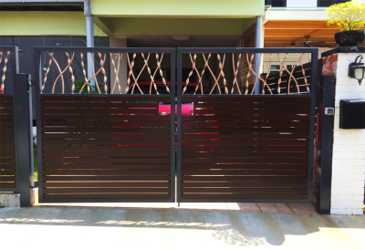 PRIVACY DRIVEWAY GATE WITH A TWIST