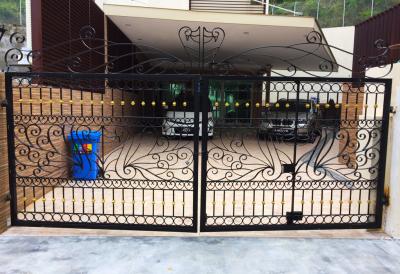 CLASSICAL DESIGN DRIVEWAY GATE