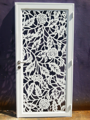 LASER-CUT CUSTOMIZED FLOWER GATE