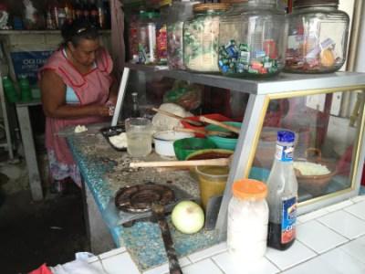 Antojitos Veracruzanos de Doña Rita: Gorditas infladas de frijol