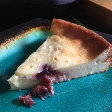 Käsekuchen mit Beeren: German Cheese cake with berries