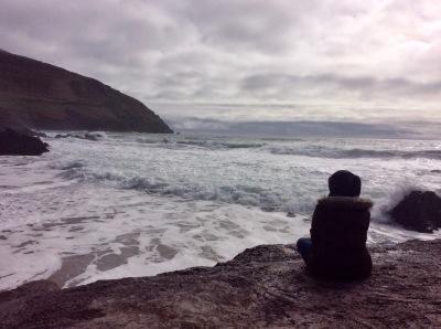 paysage face à l'océan en Irlande