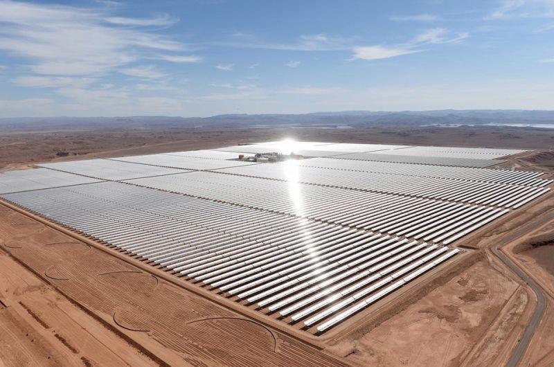 SM Le Roi Mohammed VI inaugure la centrale solaire NOOR 1