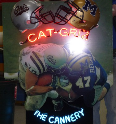 Cannery Cat-Griz Display