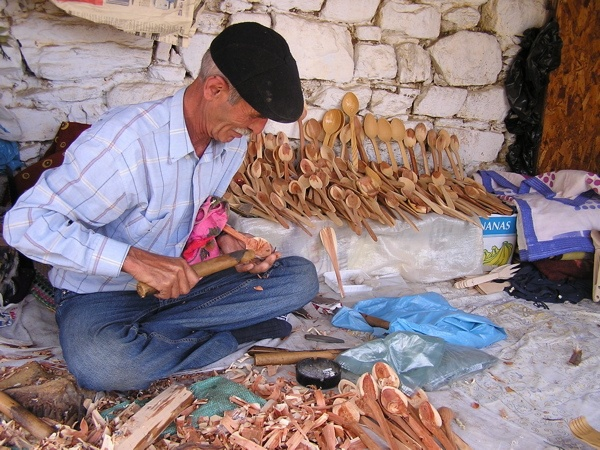 This amazing man carved spoons at Şirince day in and day out.This amazing man carved spoons at Şirince day in and day out. annmariemershon.com
