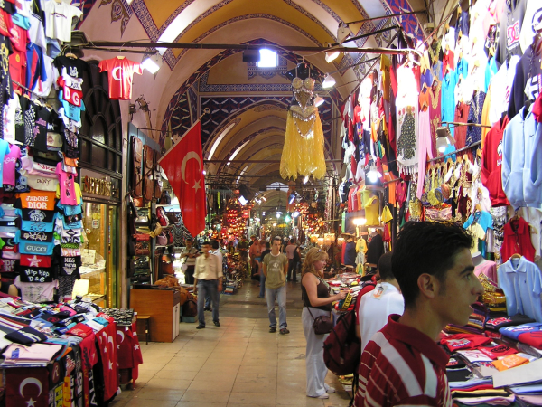 It's easy to get lost in the Grand Bazaar's maze of streets. Istanbul, Turkey: annmariemeshon.com