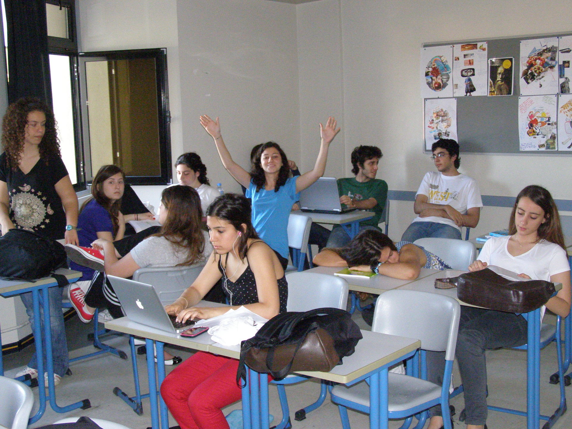 Koç students kick back, filling time between exams. Istanbul, Turkey: chapter 36, You must only to love them. http://mershon.wordpress.com