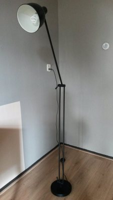 Standing metal lamp