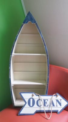 Shelf to hang on the wall in shape of boat