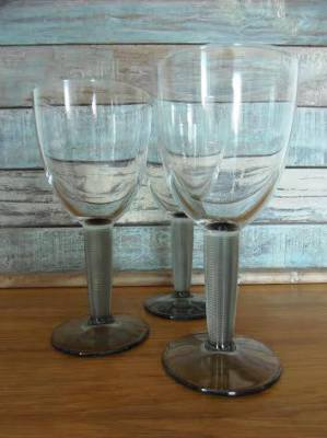 Charming set of 3 wine glasses