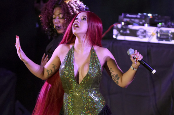 Cardi B Says Offset $250,000 Charge For Feature Rumor Is False