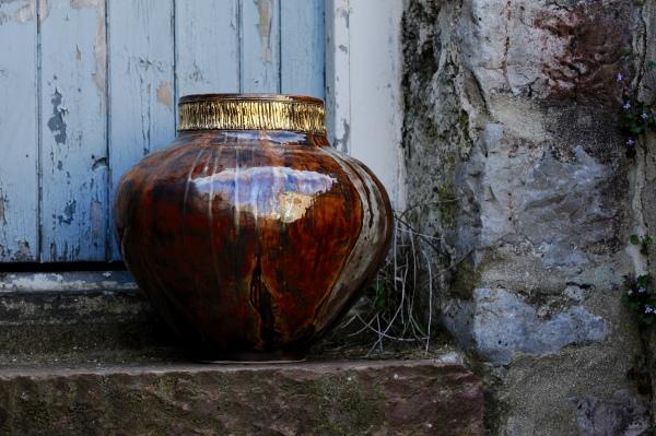 British UK United Kingdom Wales Ceramic Artist Saundersfoot Studio Pottery Pembrokeshire Tenby Naomi Tydeman Gold Clay
