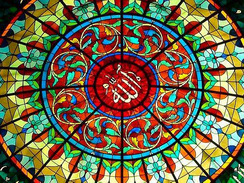 Le vitrail : un art de verre et de lumière