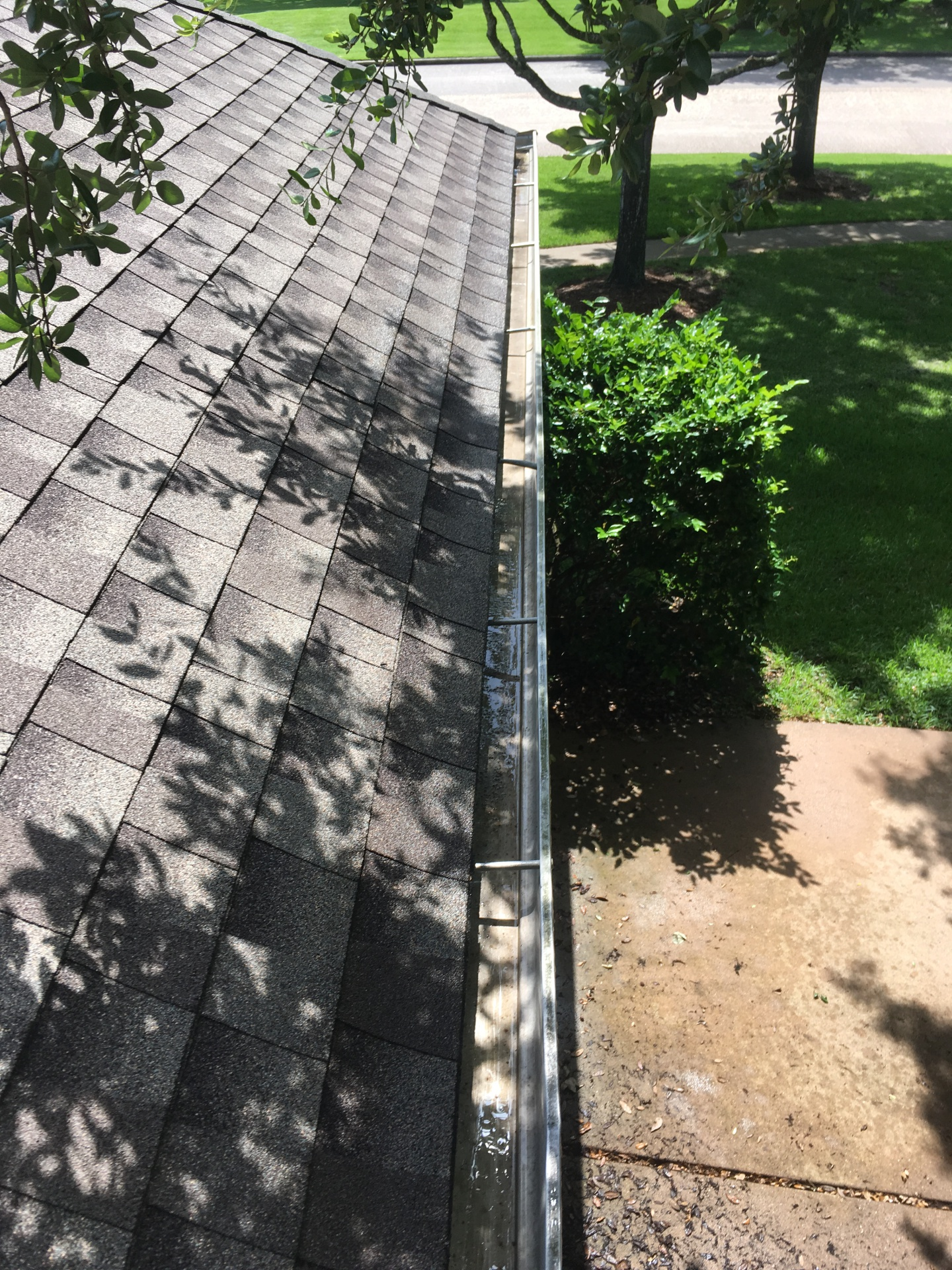 Gutters cleaned of derbies in pearland texas