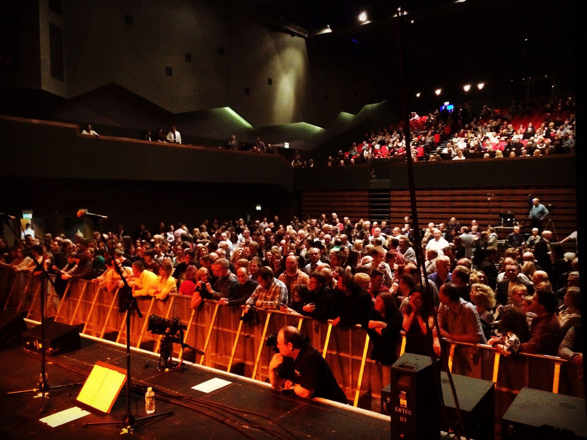 Spike Edney's SAS Band: Crowd