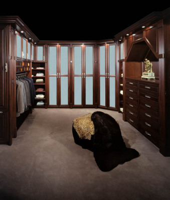 Traditional Mahogany Dressing Rm