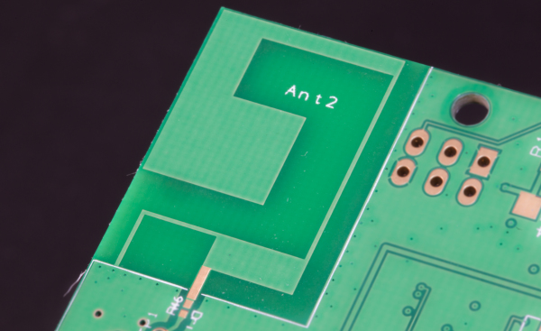 Quadband PCB antenna