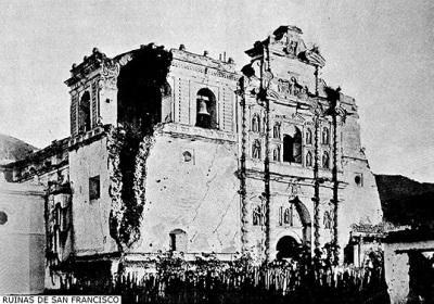 Ruinas de la Iglesia de San Francisco en 1897, tras los terremotos de 1773 y de 1874.