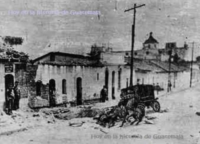 """Estado en que quedó el carruaje de Estrada Cabrera tras la Bomba; fotografía de """"La Locomotora""""."""
