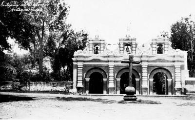 La Ermita del Santo Calvario en 1926. Imagen tomada de Wikimedia Commons.