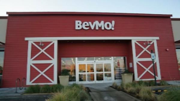 BevMo! Staples Petco, Interior & Exterior