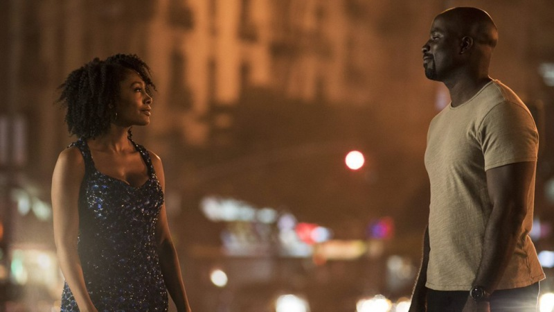 New images from Luke Cage show a glimpse of the yellow t-shirt