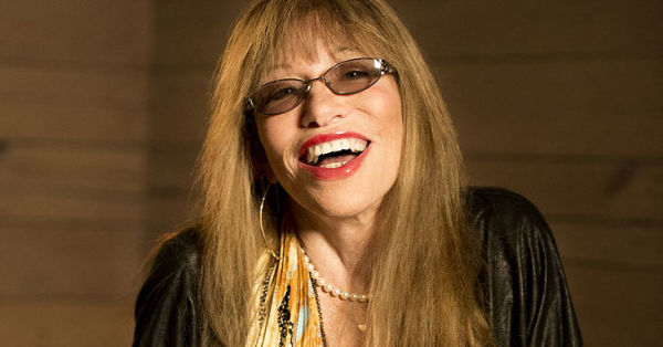 Carly Simon Reveals Truth Behind You're So Vain! You Won't Believe Who its About!