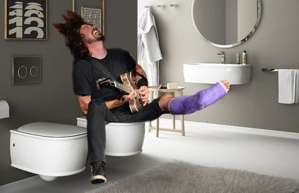Dave Grohl Bitten By Spider While Sitting on Toilet!