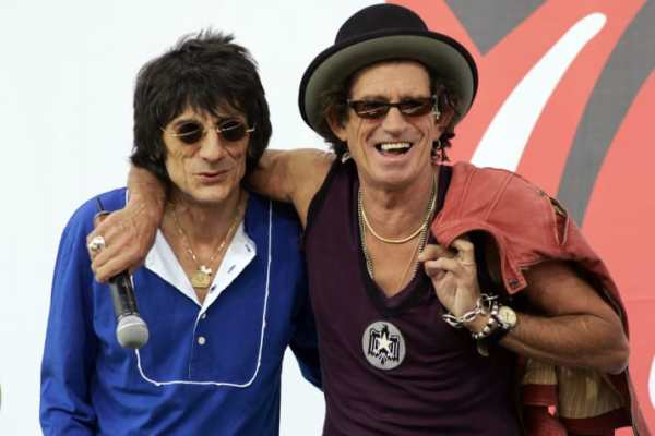Keith Richards & Ron Wood Beat Jay Jay French with Garbage Can!