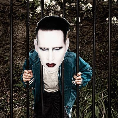 Marilyn Manson Gets Head Caught in Fence!